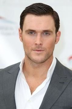 Owain Yeoman from Mentalist Rigsby  to Benedict Arnorld on Turn ...
