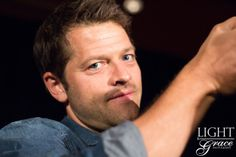 Misha Collins PHXCON 2016 photo credit : http://sizzlebutt.tumblr.com/