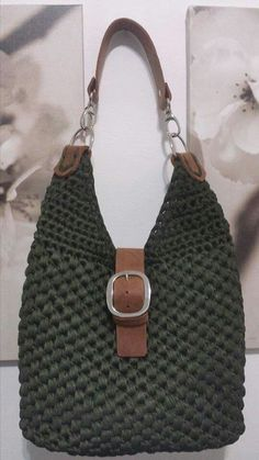 Crochet handbags 397513104595042638 - Sac au crochet Source by odilerem Crochet Shell Stitch, Crochet Tote, Crochet Handbags, Crochet Purses, Handbag Patterns, Knitted Bags, Crochet Accessories, Boho Accessories, Handmade Bags