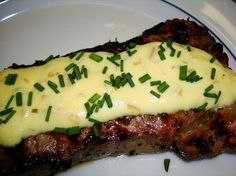 Nautico's Fast & Easy Bearnaise Sauce recipe: An adaptation of the Bearnaise sauce used by Morton's Steakhouse. Easy Bernaise Sauce, Bearnaise Sauce, Copycat Recipes, Sauce Recipes, Cooking Recipes, Chimichurri, Appetizer Sandwiches, Appetizers, Morton Steakhouse