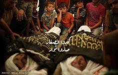 عاش طفلاً لبعض الوقت ثمّ شيّع والده وطفولته معاً   Child lived for some time Then the funeral of his father and his childhood together #Gaza #GazaUnderAttack  #IsraelUnderFire