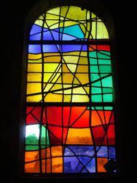 L'île de Callot et la chapelle de Carantec - France (Tourisme Bretagne Finistère) - Les vitraux modernes sont de Pierre Chevalley en 1958, riches de couleur et denses de matière.
