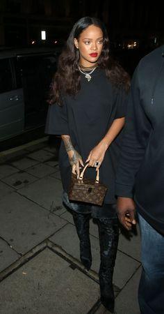 "Rihanna plays the soundtrack of the new movie of the saga ""Star Trek"". Rihanna plays the soundtrack of the new movie of the saga ""Star Trek"". , Rihanna interprète la bande-originale du nouveau film de la saga ""S. Rihanna Outfits, Photos Rihanna, Style Rihanna, Mode Rihanna, Rihanna Looks, Rihanna Fenty, Rihanna Fashion, Hailey Baldwin, Mode Outfits"