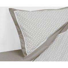 O Jogo de Cama Queen Ikat Bege - 200 Fios foi criado para mudar o seu ambiente! Com um lençol de vira, um de baixo e duas fronhas, é perfeito para enriquecer a decoração do quarto.