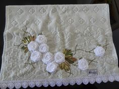 LOY HANDCRAFTS, TOWELS EMBROYDERED WITH SATIN RIBBON ROSES: TOALHA DE ROSTO karsten