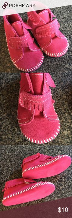 Minnetonka Pink Suede Moccassins baby size 4 Reposh, my little one has grown too fast! Excellent condition! Minnetonka Shoes Moccasins