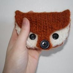 Knitting pattern for Fox Coin Purse - Fox Coin Purse Designed by OwlPrintPanda, this mini fox is just the right size for your cards and coins (approx 4 x 3 1/2 inches). on Etsy (affiliate link) See more fox knitting patterns at http://intheloopknitting.com/free-fox-knitting-patterns/
