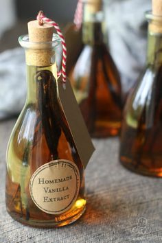 Vanilla Extract - All you need are vanilla beans, rum (or vodka or bourbon), and a glass bottle. It's easy, affordable, and makes a gorgeous gift! Free printable template in the post.