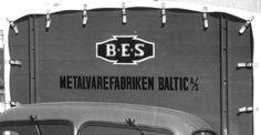 Bomærke og firmanavn på en af varevognene; omkring 1952