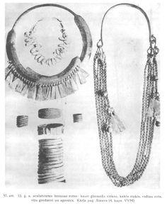 12. gs. latgaļu sievietes rotas (daļa no Kārķu Ainavu 4. kapa rotu komplekta). Kauri gliemežvākiem pa starpu vērtas mazas dažādu krāsu stikla krellītes.  Latviešu tautas tērpu vēsture.- 2007.g. faksimilizdevums no 1936.g. izdevuma. 65. lpp.