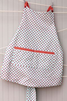 LADIES RETRO APRON.  reversible vintage style apron in Riley Blake Verona fabric
