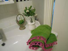 Ręcznik z szydełkową koronką