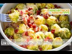 Low carb Brussels sprout casserole with hearty onion-bacon sauce- Low Carb Rosenkohlauflauf mit herzhafter Zwiebel-Speck-Sauce A savory and autumnal low carb casserole with Brussels sprouts and bacon that is filling, quick and easy. Slow Cooker Recipes, Low Carb Recipes, Diet Recipes, Law Carb, Low Carb Casseroles, Sprouts With Bacon, Lard, Low Carb Diet, Salmon Recipes