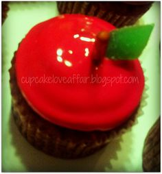 A Cupcake Love Affair: Salted Caramel Apple {Cupcakes}  Yum! @Meghann Farrell will you make these please?