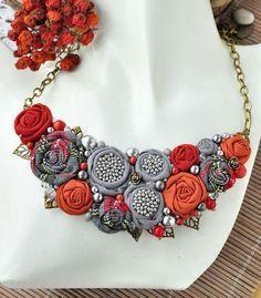 Vágott egy darabot egy régi blúzból és elkészítette a világ legkáprázatosabb kiegészítőjét! - Kötés - Horgolás - Kötés – Horgolás Lace Jewelry, Fabric Jewelry, Bohemian Jewelry, Diy Jewelry, Jewelery, Diy Necklace, Collar Necklace, Fashion Necklace, Fashion Jewelry