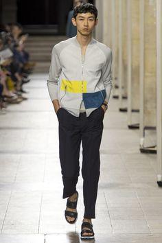 Découvrez la nouvelle collection Homme Printemps-Été 2017 présentée par Hermès à Paris.