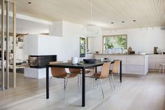Bo Bedre Norge Designers Guild, Table, Furniture, Scandinavian Interiors, Home Decor, Decoration Home, Room Decor, Home Furniture, Interior Design
