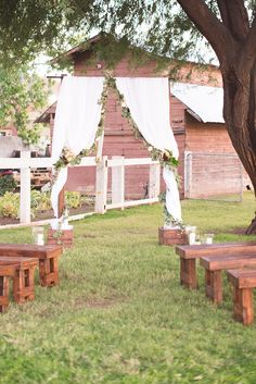 outdoor ceremony arch #outdoorceremonyarch @weddingchicks