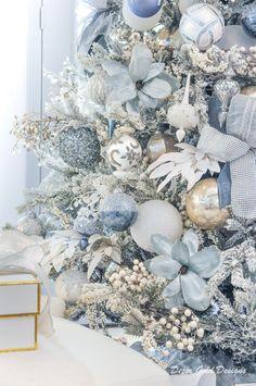 Beautiful Christmas Trees, Elegant Christmas, Cozy Christmas, Christmas Colors, All Things Christmas, White Christmas, Christmas Holidays, Blue Christmas Decor, Christmas Tablescapes