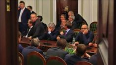 写真は大統領ら。キエフで29日撮影(2014年 ロイター/Reuters TV) ▼31Jan2014ロイター ウクライナ大統領が病気療養、混乱続くなか政治に空白 http://jp.reuters.com/article/worldNews/idJPTJEA0T01220140130 #ukraine #ucrania #Kiev #Yanukovych