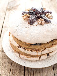 true taste hunters: Wegański tort bezowy (dacquoise) z jaglanym kremem. Vegan Meringue, Meringue Cake, Vegan Cheesecake, Vegan Cake, Vegan Sweets, Healthy Sweets, Vegan Food, Dacquoise, Raw Cake