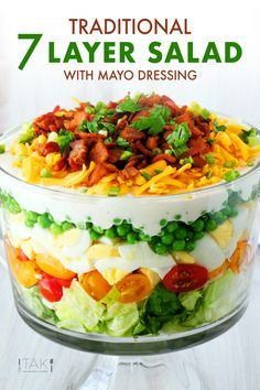The best recipe for easy, make-ahead Salad! Made with traditional ingredients like peas, Iceberg lettuce, eggs, Side Dish Recipes, New Recipes, Dinner Recipes, Cooking Recipes, Favorite Recipes, Easter Recipes, Dinner Ideas, Dessert Recipes, Healthy Recipes