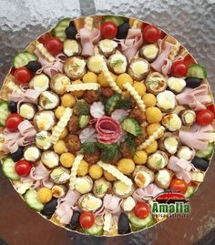 Aperitive reci - idei de platouri aperitive Cooking For Beginners, Cooking For Two, Cooking Tips, Cooking Recipes, Easter Recipes, Appetizer Recipes, Appetizers, Cooking Photography, Food Platters