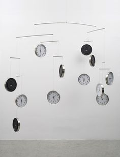 conceptuele kunst Gavin Turk, 'Time and Space (for Joseph Kosuth)' - 2015 Gavin Turk, Joseph Kosuth, Sculpture Art, Sculptures, Instalation Art, Clock Art, Exhibition Display, Time Art, Conceptual Art