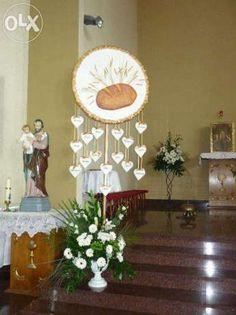 Komunia dekoracja kosiol Church Altar Decorations, Table Decorations, First Communion Decorations, Church Flowers, Art Corner, Beautiful Flower Arrangements, Deco Floral, Catholic Art, First Holy Communion