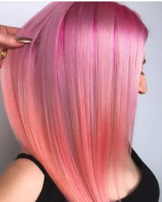 Bright Pink Hair Highlights & Shades for Women in 2019 Hair Color Ideas Bright Pink Hair, Long Pink Hair, Pink Hair Dye, Hair Color Pink, Cool Hair Color, Dyed Hair, Colorful Hair, Pink Hair Highlights, Cool Short Hairstyles