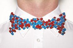 Des noeuds pap' en Lego et petites pilules.