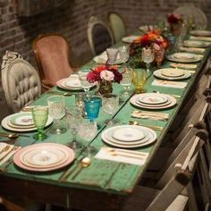 A Brilliant New Use For Salvaged Doors - New ideas Dining Room Table, A Table, Upcycled Furniture, Home Furniture, Salvaged Doors, Scaffold Boards, Autumn Home, Sweet Home, Table Settings