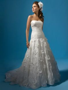 (NO.031074 )2011 Style A-line Strapless Sleeveless Court Trains Chiffon Wedding Dress For Brides
