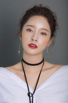The Low Down On 'Glass Skin' - K-Beauty's Newest Trend in 2019 k beauty makeup trends 2019 - Makeup Trends 2019