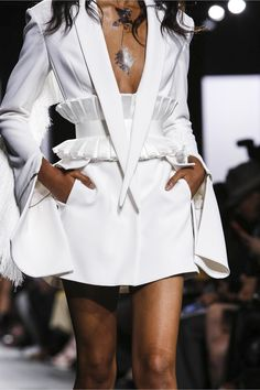 Taoray Wang Fashion Show Ready to Wear Collection Spring Summer 2018 in New York Avangard Fashion, Couture Fashion, High Fashion, Fashion Outfits, Fashion Design, African Print Fashion, African Fashion Dresses, Structured Fashion, Estilo Glamour