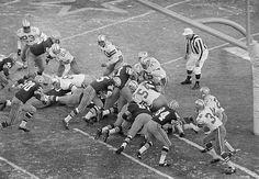 Bart Starr running for a touchdown in the Ice Bowl (1967)