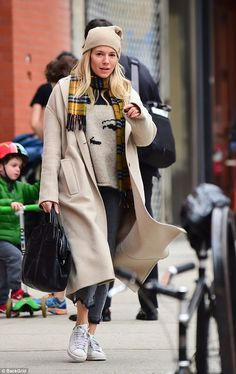Make-up free Sienna Miller cuts a casual figure in NYC | Daily Mail Online