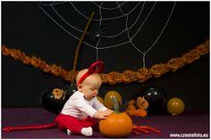 Halloween session10 months Kajetan/ 10 miesięczny Kajetan podczas sesji halloweenowej