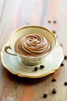 Crema pasticcera al caffè, la Ricetta veloce e facilissima! Creme Brulee, Pavlova, Dessert Recipes, Desserts, Tasty Dishes, Mousse, Biscotti, Sweet Recipes, Tart