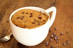 Mug cake sans oeuf, beurre ni sucre Pear Recipes, Mug Recipes, Cupcake Recipes, Dessert Recipes, Paleo Mug Cake, Mug Cake Healthy, Mug Cakes, Cookies Et Biscuits, Clean Eating Snacks