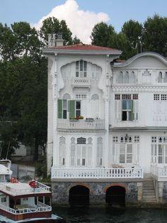 wooden house (Yali) along the Bosphorus.detail