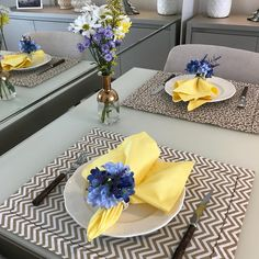 Ceremony Decorations, Table Decorations, Plate Mat, Dinner Room, Napkin Folding, Dinning Table, Paper Design, Fine Dining, Dinner Plates