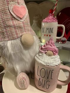 Faux whipped cream gnome mug topper. Fits Rae Dunn mugs. Pairs great with tiered tray decor. Wooden risers or along side your gnome and farmhouse decor! Farmhouse Decor, Diy Whipped Cream, Fake Cupcakes, Mug Display, Diy Mugs, Arts And Crafts, Diy Crafts, Mugs, Navidad