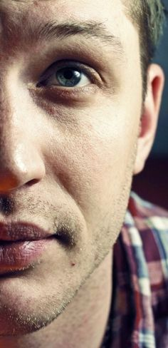 Tom Hardy those lips of yours are sinful