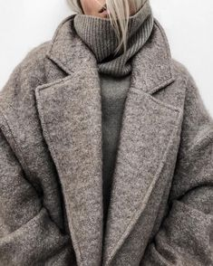 winter outfits warm 12 Warm Winter Outfits That Ar - winteroutfits Mode Outfits, Fall Outfits, Fashion Outfits, Womens Fashion, Fashion Trends, Skirt Outfits, Cold Winter Outfits, Fashion Clothes, Winter Layering Outfits