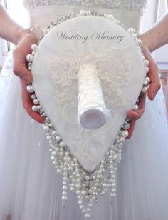 BROOCH BOUQUET. Cascading pearl white ivory by MemoryWedding