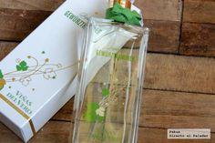 un perfume femenino diseñado por un perfumista escocés llamado Jimmy Boyd, basado en el aroma y frescor de los vinos Gewürztraminer.