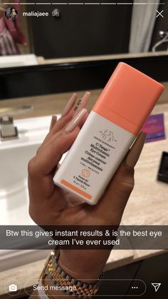 The Korean skincare schedule routine might appear complex and strange, but we . - Care - Skin care , beauty ideas and skin care tips Beauty Care, Beauty Skin, Health And Beauty, Beauty Hacks, Beauty Tips, Skin Care Routine For 20s, Skin Routine, Skincare Routine, Beauty Routines