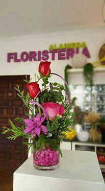 Jarron  de flores elaborado por Floristeria Alameda en Cartagena
