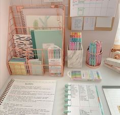 Room Design Bedroom, Room Ideas Bedroom, Bedroom Decor, Study Room Decor, Cute Room Decor, Room Ideias, Bullet Journal Lettering Ideas, Aesthetic Room Decor, Dream Rooms